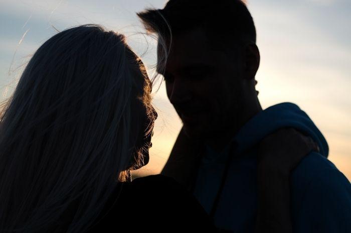 Silhouette de couple